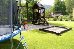 Zahrada - dětské hřiště, trampolína
